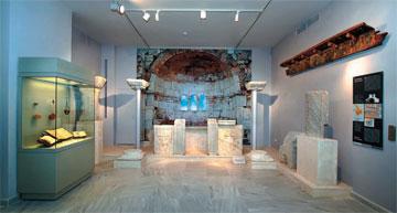 Αρχαιολογικό Μουσείο Καλύμνου. Άποψη της αναπαράστασης του παλαιοχριστιανικού τέμπλου του Αγ. Ιωάννη.