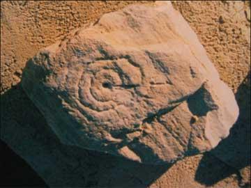 Σπείρα σε πέτρα στο χωριό Παναγία της Ηρακλειάς.