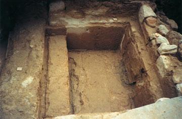Ο Λουτήρας του Χώρου 2 του λουτρικού συγκροτήματος Αγίας Παρασκευής από δυτικά.