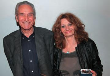 Η Λένα Βουδούρη, σκηνοθέτις της ταινίας «Ο Μίλλερ της Νεμέας», μαζί με τον Μάνο Ζαχαρία.