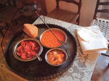 Λιτό μοναστηριακό γεύμα. Μονή Κασταμονίτου (Κωνσταμονίτου), Άγ. Όρος.