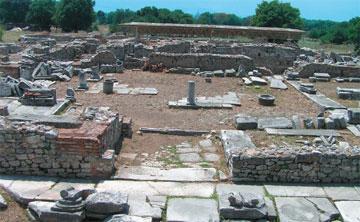 Αρχαιολογικός χώρος Φιλίππων, το Βαλανείο. Άποψη από ανατολικά.