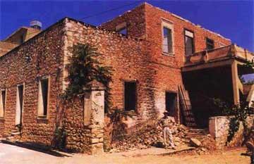 Το σπίτι του στρατηγού Γκόρντον στο Άργος. Γενική άποψη κατά την περίοδο καθαρισμού και αναστηλώσεως (1989).