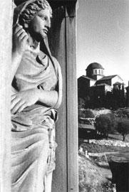 Από το λεύκωμα του Πλάτωνα Ριβέλλη «Ερείπια», Φωτοχώρος/Φωτογραφικός Κύκλος, Αθήνα 1992.