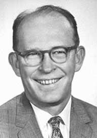 O Willard F. Libby, που επινόησε τη μέθοδο της ραδιοχρονολόγησης με άνθρακα-14.