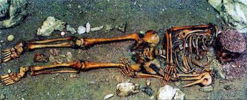 Ταφή της Ανώτερης Παλαιολιθικής στο σπήλαιο Arene Candide της Ιταλίας.