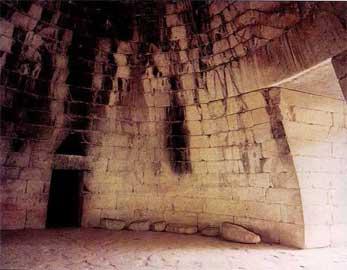 Ο θολωτός τάφος του Ατρέως στις Μυκήνες.