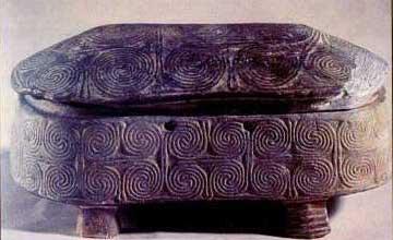 Πρωτοκυκλαδική ελλειπτική πυξίδα από χλωριτικό σχιστόλιθο, Εθνικό Αρχαιολογικό Μουσείο.