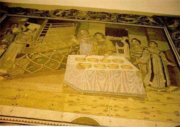 Μωσαϊκό από το Μιριαμίν της Συρίας (4ος αι. μ.Χ.). Απεικονίζει ορχήστρα γυναικών και πνευματικό όργανο.