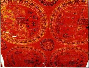 Εξάμιτο πορφυρό μεταξωτό (περίπου 1000 μ.Χ.) των αυτοκρατορικών εργαστηρίων, κοσμημένο με ελέφαντες.