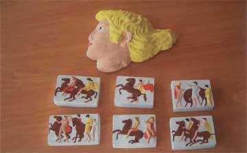 Ίριδα, κομμάτια της ζωφόρου από γύψο και χρωματισμένα από τους μαθητές της Α' τάξης του 6ου Ενιαίου Λυκείου Καλαμάτας.