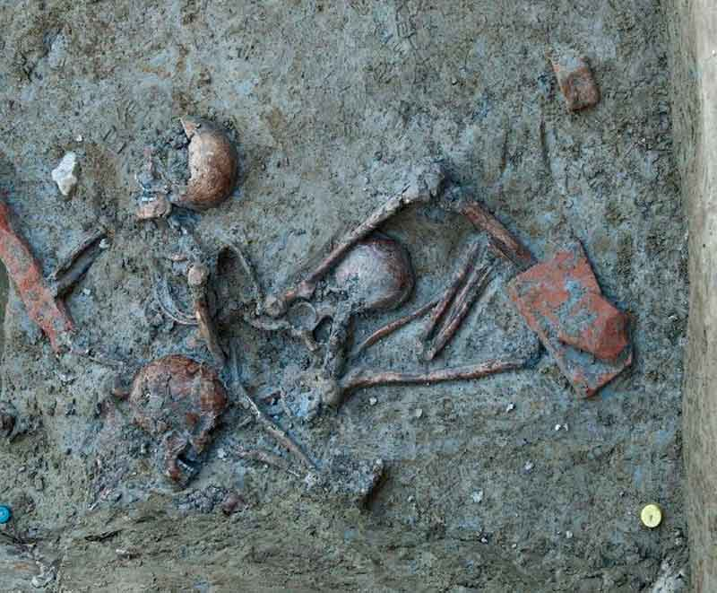The three bodies in situ. Modena, Italy.