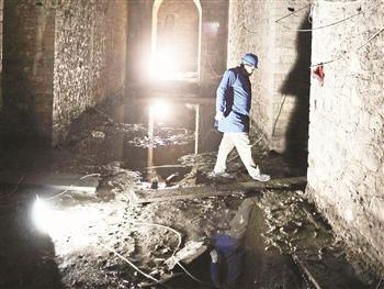 The cistern under Nuruosmaniye Mosque.