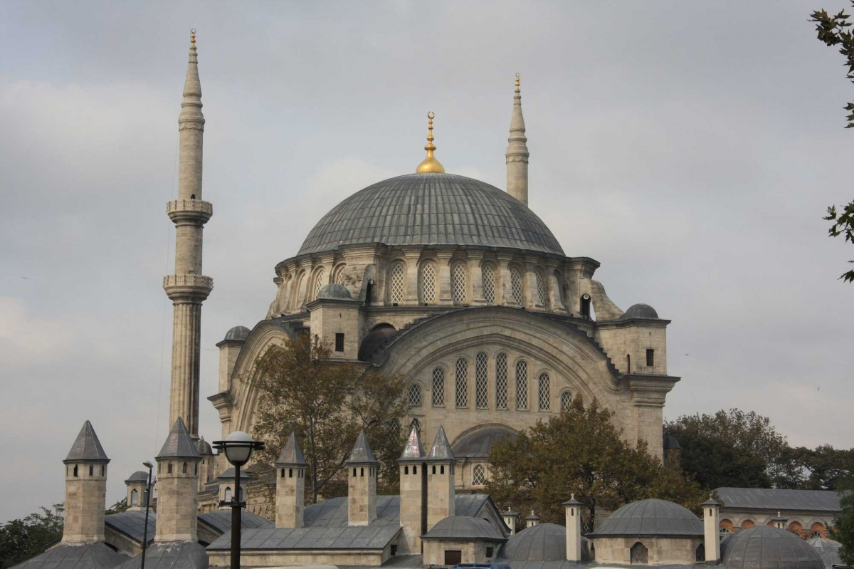 The Nuruosmaniye Mosque is considered as one of the finest examples of ottoman baroque style architecture.