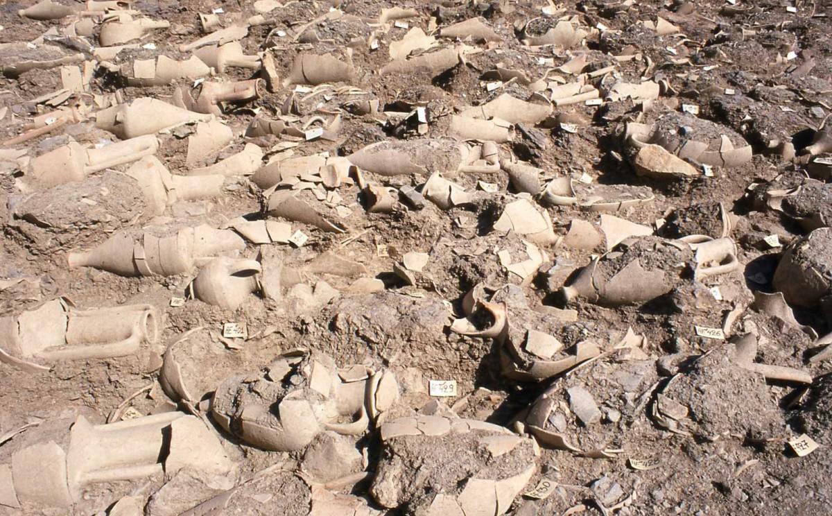 Αt least 2.700 children's burials in clay pots (amphorae) were discovered at the Kylindra site (Astypalaia).