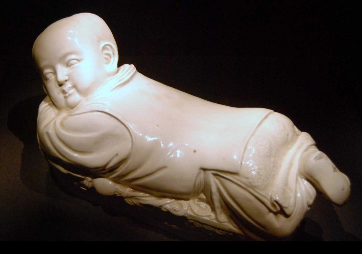 Ceramic pillow. Song Dynasty.