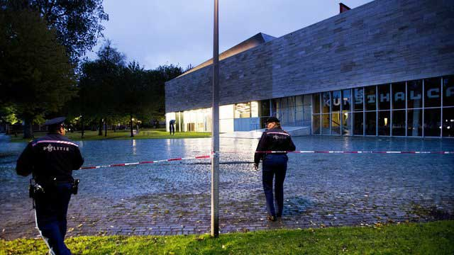Police stand guard at the Rotterdam Kunsthal museum after the robbery.