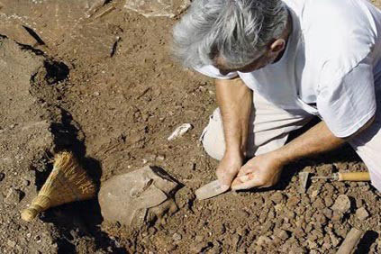 Excavations at Vlou were conducted by the Institute for the  Institute for the History of Material Culture - Russian Academy of Science.