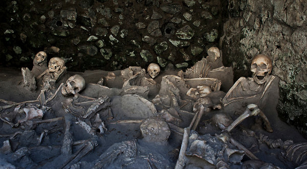 A snapshot of sudden death, at Herculaneum.