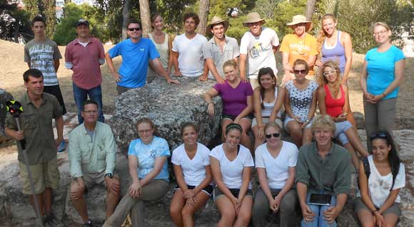 The 2012 Thebes excavation team.