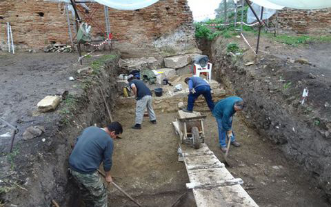 Excavation work conducted at the ancient theatre of Nikopolis.