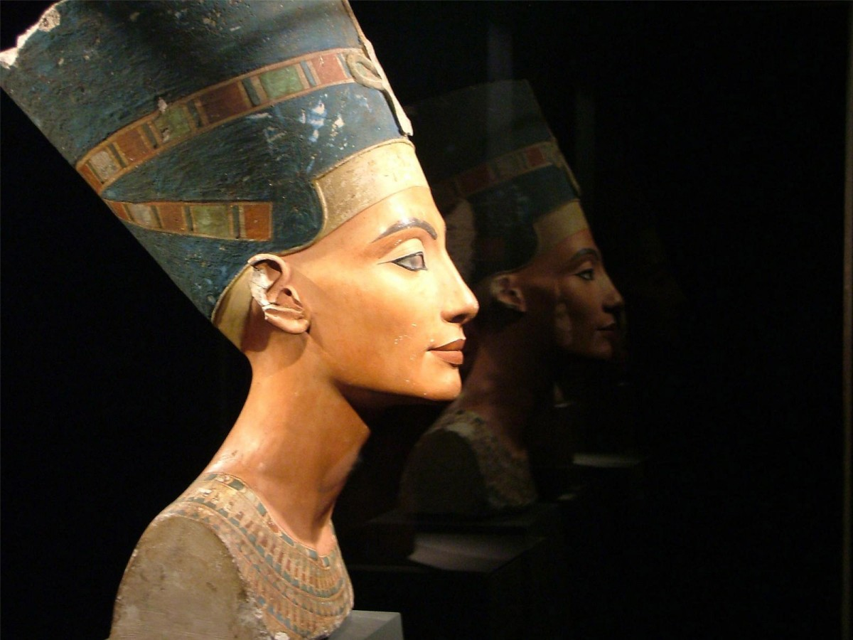 The bust of Nefertiti, the most famous representation of a female face in the world after La Gioconda.