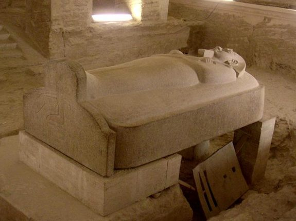 The second granite sarcophagus with a cartouche-shaped oval lid that depicts Merneptah.