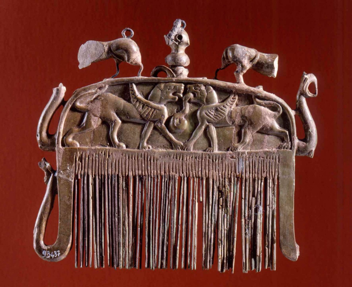 Fig. 2. Comb. 675-650 BC. Marsiliana d'Albegna (Grosseto), Banditella cemetery, Circle of the Ivories. Florence, National Archaeological Museum.
