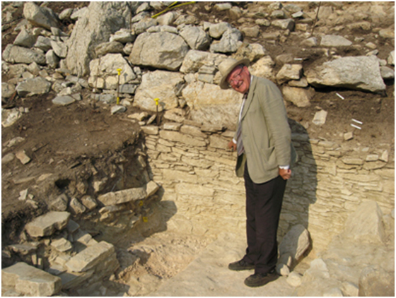 Fig. 2. Professor Colin Renfrew at the settlement on Dhaskalio during the excavation.