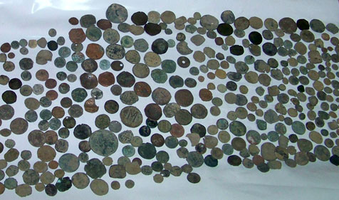 Thousands of cultural objects are being illegaly traded. Image of the Roman and Byzantine coin hoard seized in Lesovo (Bulgaria) last August.