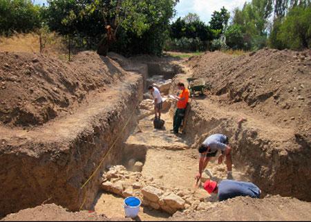 Εxploratory trenche opened at Amarynthos by the Swiss School of Archaeology in Greece.