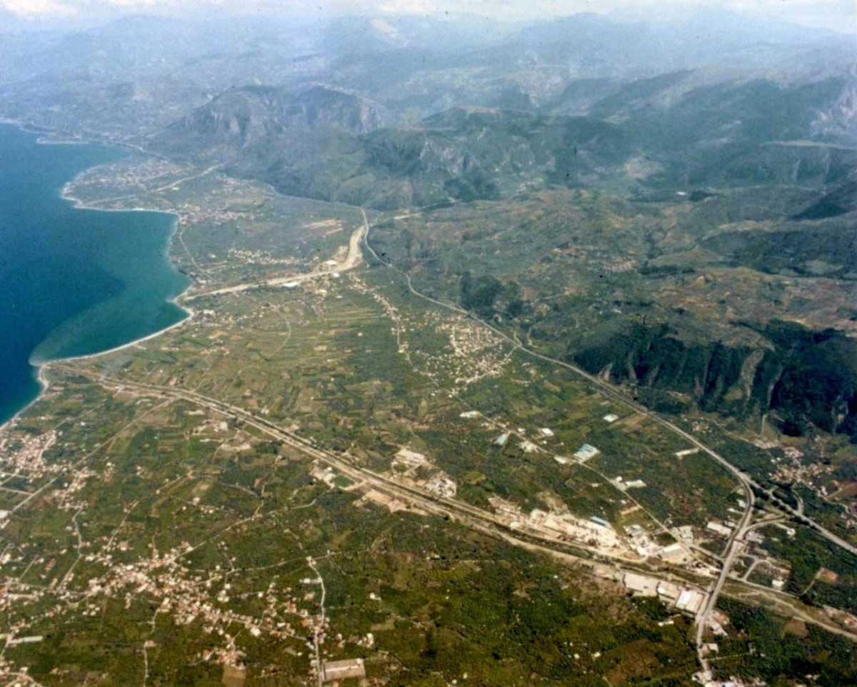 The Helike Delta, viewed towards the southeast, with the Gulf of Corinth at left. (photo: http://www.helikeproject.gr/)