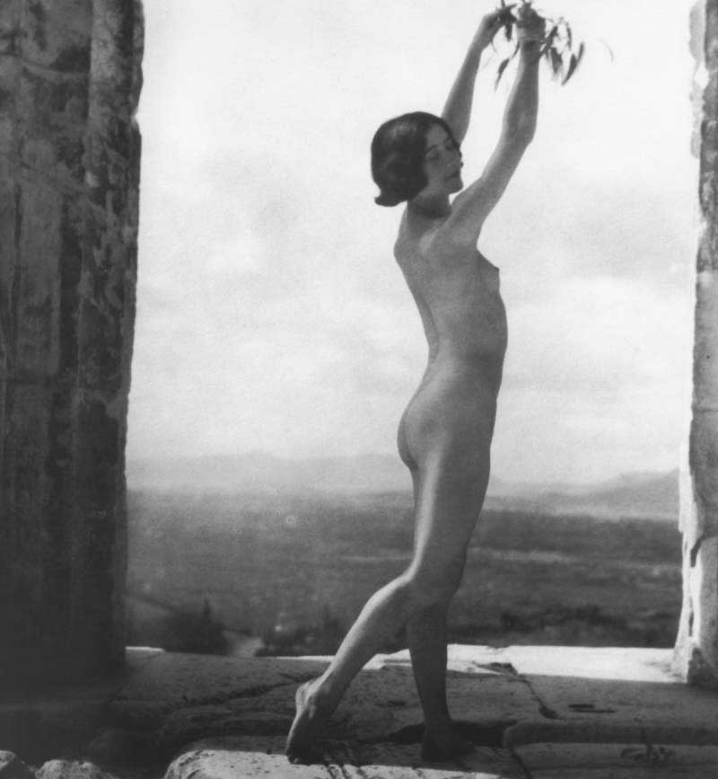 Mona Paeva photographed by Nelly's, in 1927.