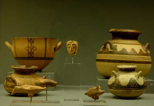 The Late Bronze Age in upper Macedonia is marked by the appearance of the Mycenaean finds, as well as by the appearance and spread of matt-painted pottery.