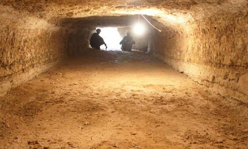 Digging Wadi el-Jarf (Photo by G. Marwad, Egyptian Archaeology 40).