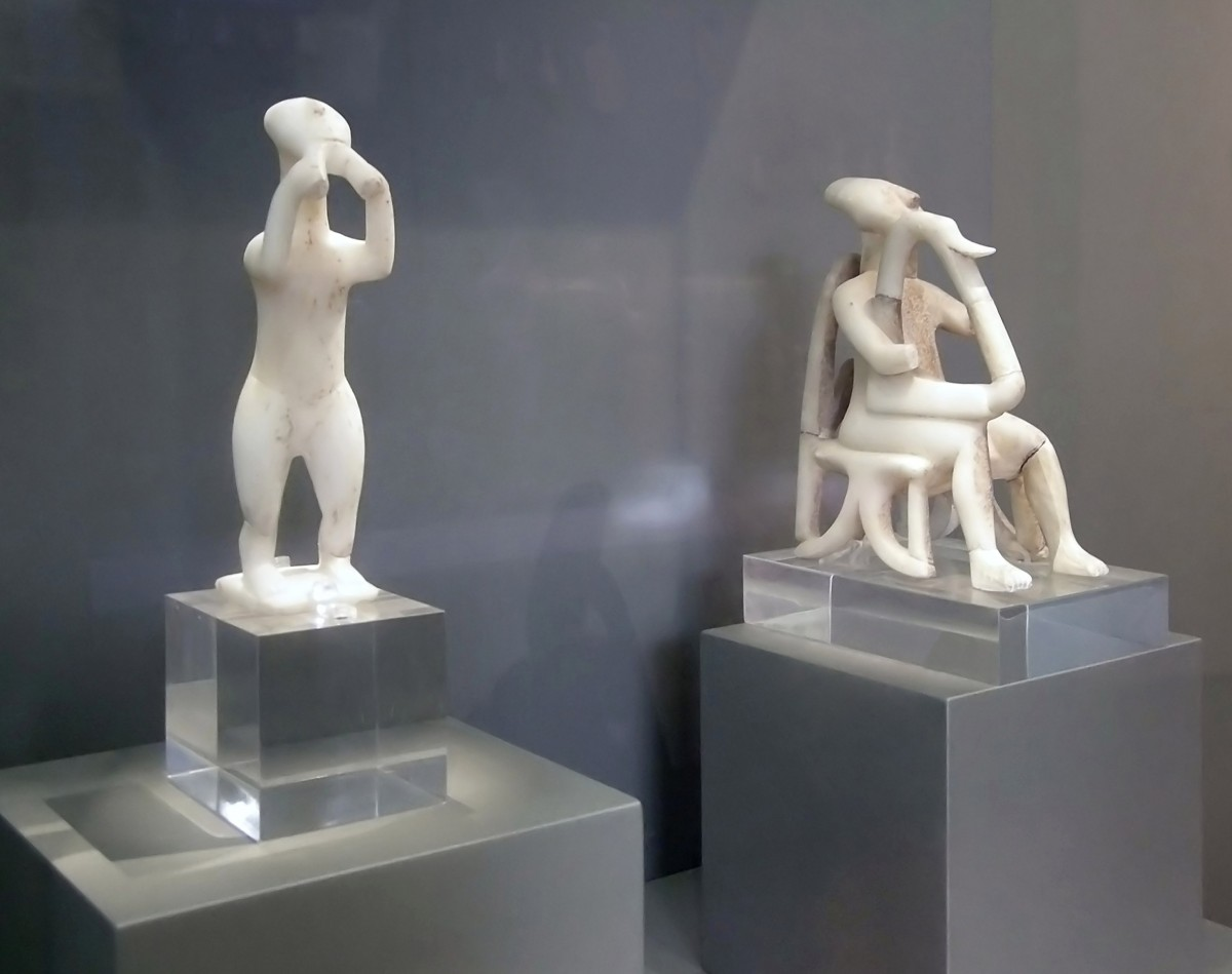 Cycladic figurines depicting a flutist and a harpist. Keros, 2600 BC. Athens, National Archaeological Museum.