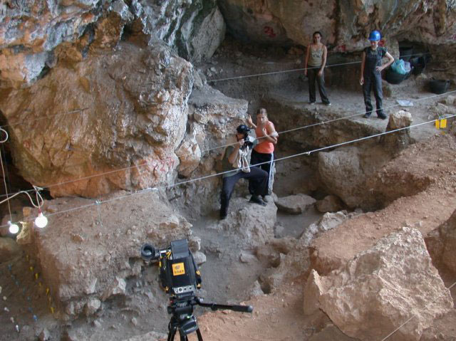 Drakaina Cave excavations: Shooting a profile.