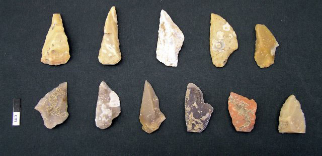 Drakaina Cave finds: Projectile points made of chert.