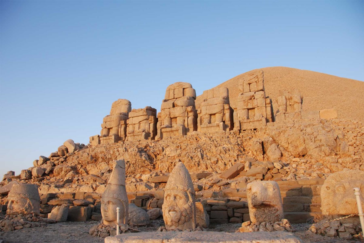 In 62 BC, King Antiochus I, Theos of Commagene, built on the top of Mount Nemrut a tomb-sanctuary flanked by huge statues (8–9 m or 26–30 ft high).