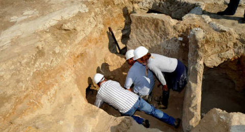 Excavations at the Vulci Archaeological Park north of Rome have revealed an Etruscan tomb dating to the late 7th century BC [Credit: Italy Magazine].