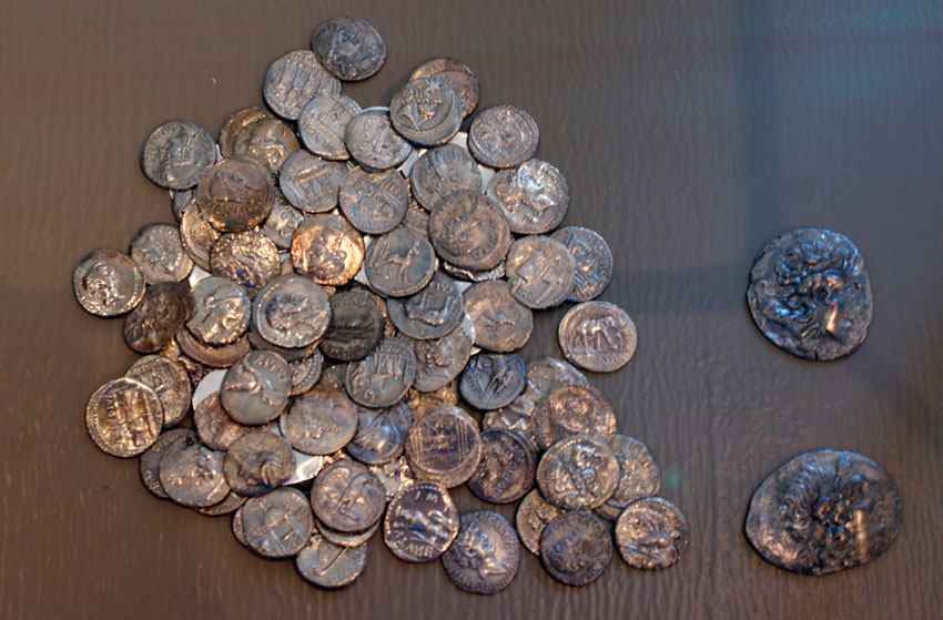 The hoard of Pantokratoras was found in the sea area of the Pantokratoras settlement, 100m from the coast of neighbouring Aktio. (Photo credit: 33rd EPCA)