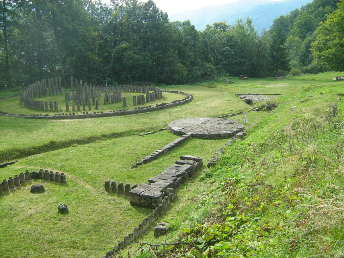 Dacian temples at Sarmizegetusa Regia. Romania, 1st century BC. Source: Wikimedia Commons.