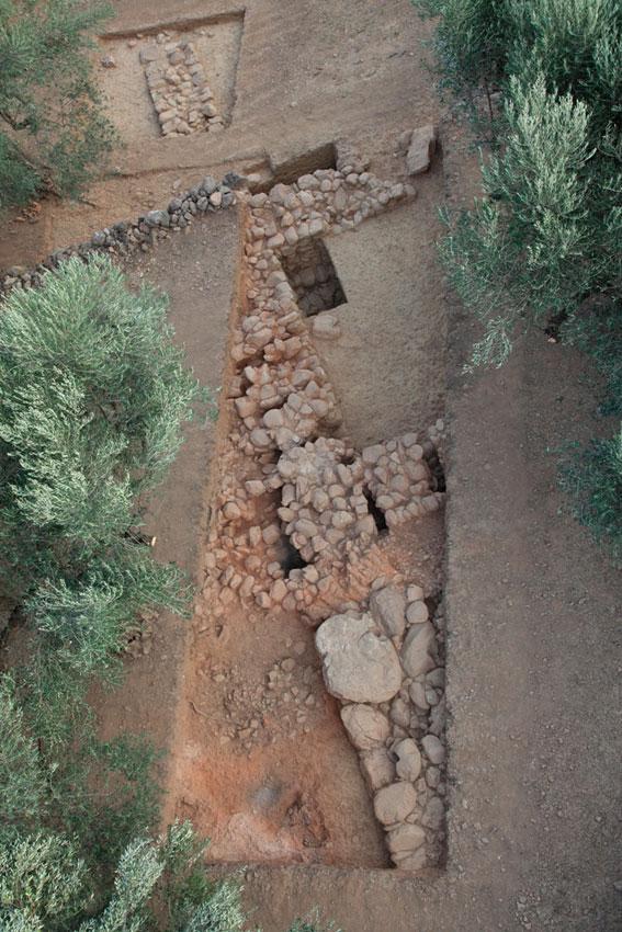 Aghios Vassilios of Xirokambi: The east side of «Building D» (excavation season 2011).