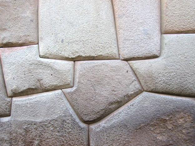 Inca wall in Cusco similar in style to the ruins found in Paredones. (Photo: Wikimedia Commons)