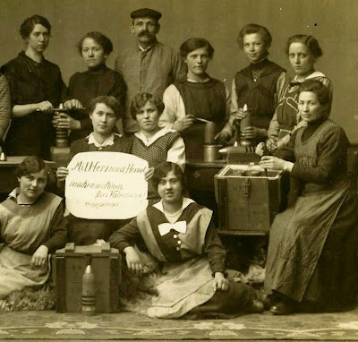 Munitions Factories: The First World War saw large numbers of women recruited all over Europe to help the war effort. Photo: Gustav Käfer