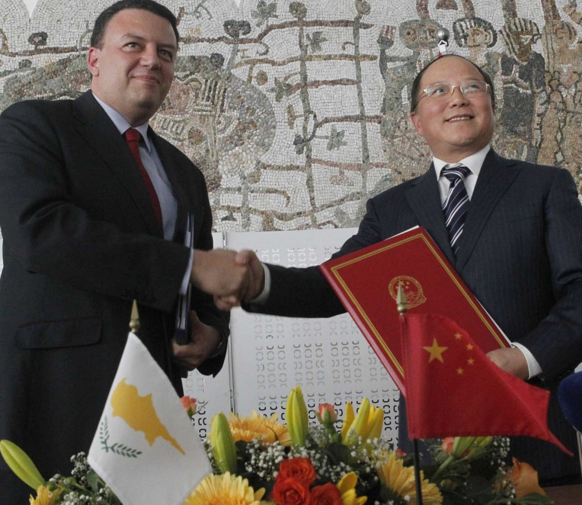 Signing of an agreement of cooperation between Cyprus and China for the prevention of theft, clandestine excavations and the illegal import and export of cultural goods between the two countries.