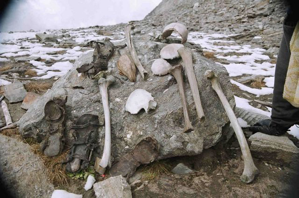 Bones and personal belongings of people who died in Lake Roopkund (India), c. 850 AD. Source: Science,dummy.