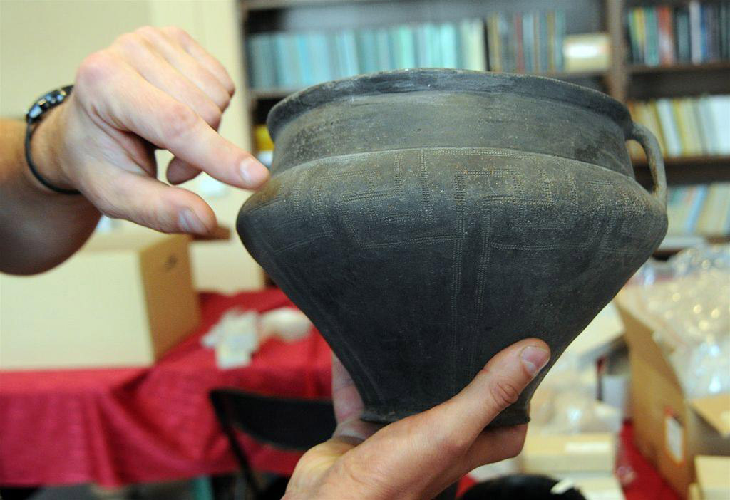 Vessel from an urn grave. Presentation of the archaeological finds discovered during excavations in Czelin on Oder was held at the National Museum in Szczecin. Photo: PAP/Marcin Bielecki.