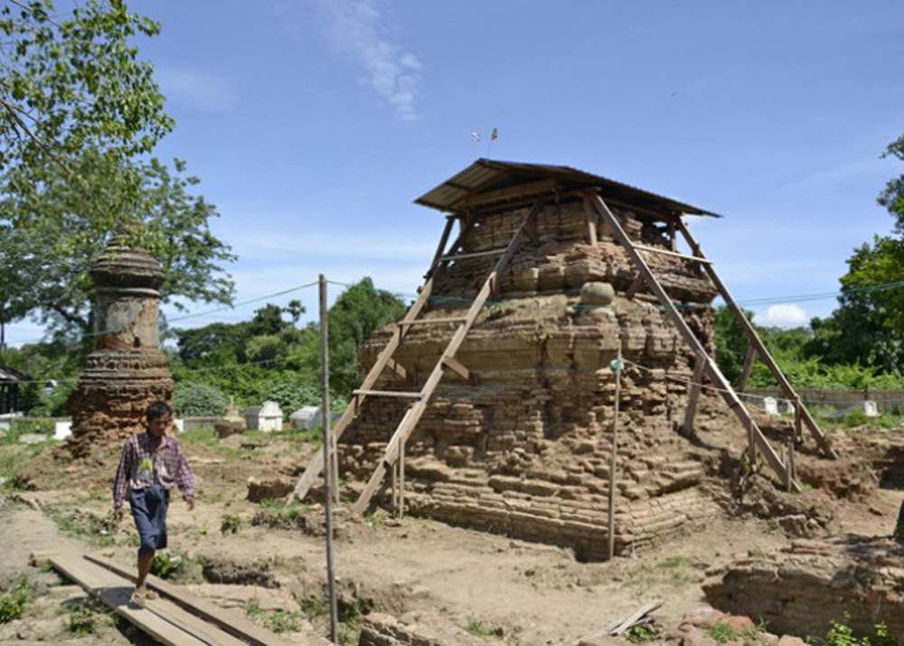 The excavation site of the historic tomb of former Siamese King Uthumphon at the edge of Taungthaman Lake in Amarapura Township in Mandalay. Photo: Teza Hlaing / The Irrawaddy.
