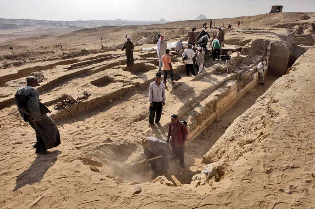 Excavating the tomb of Shepseskaf 'ankh at Abusir.